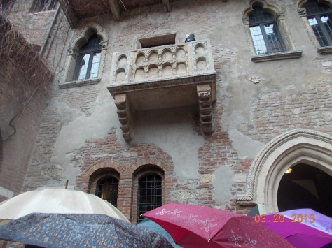 House said to belong Romeo and Juliet (see the balcony)